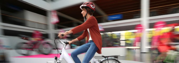 Vor knapp fünf Jahren wurden die Steuervorteile von Dienstwagen auf Fahrräder, Pedelecs und E-Bikes ausgeweitet.