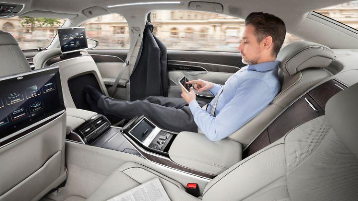 Vor allem in der Langversion des A8 wird Luxus in der zweiten Reihe groß geschrieben.