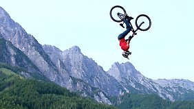 Downhill-Profis in Aktion.