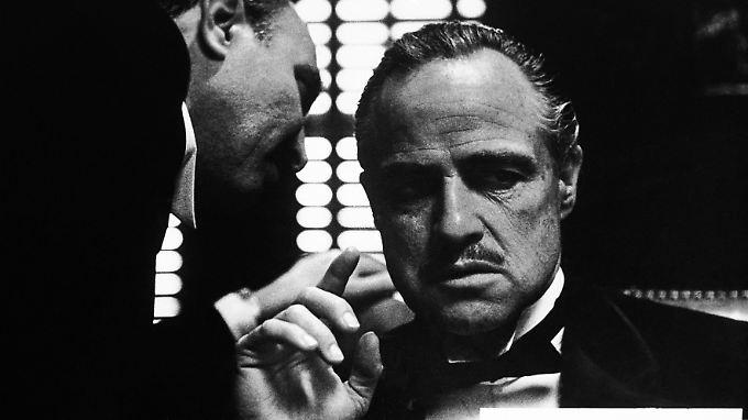 """Szene aus dem legendären Film """"Der Pate"""" mit Marlon Brando. Das Bild der Mafia wurde vielfach durch Filme bestimmt. Mit der Realität hat das oft nicht viel zu tun."""