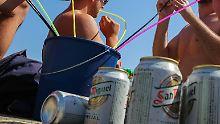 Gäste kommen schon betrunken an: Balearen fordern Alkoholverbot im Flugzeug