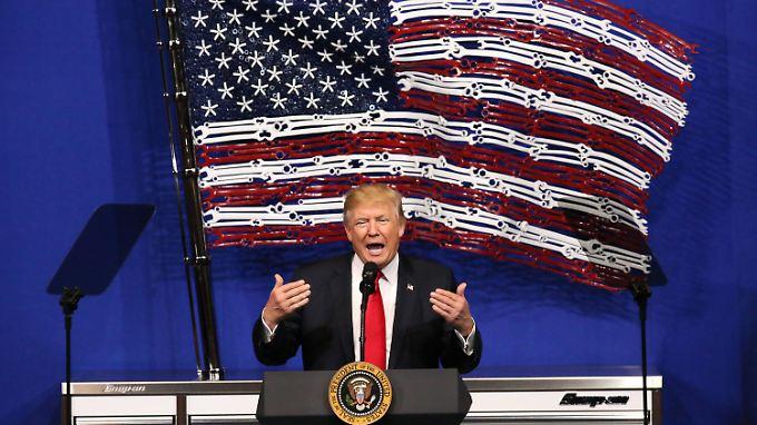 US-Präsident Donald Trump will verhindern, dass Terroristen ins Land kommen - das bekommen bald alle Reisenden zu spüren.