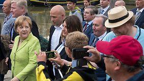 Krabbenbrötchen und verärgerte Touristen: Merkel startet Wahlkampf an der Nordseeküste