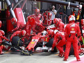 Sebastian Vettel platzte kurz vor Schluss der Reifen - und damit platzte auch sein Podiumsrang.