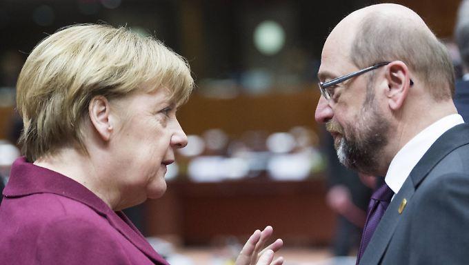 Merkel und Schulz im vergangenen Jahr - da war er noch nicht ihr Herausforderer.