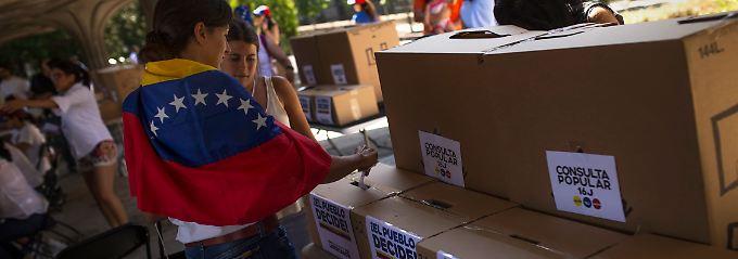 Über sieben Millionen Venezolaner haben ihre Stimme abgegeben.