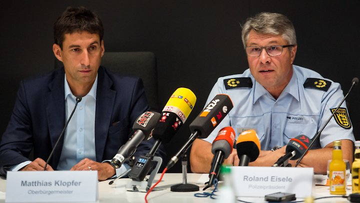 Oberbürgermeister Klopfer und Polizeipräsident Eisele beantworten Fragen zur Krawallnacht.