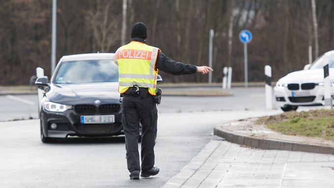 Wer seinen Führerschein nur vergessen hat, zahlt zehn Euro Bußgeld. Deutlich teurer sind die Strafen, wenn man gar keine Fahrerlaubnis besitzt.