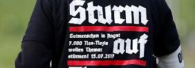 """Ein wahr gewordener Alptraum: Neonazis singen """"Heil!"""" bei Rechtsrock-Festival"""