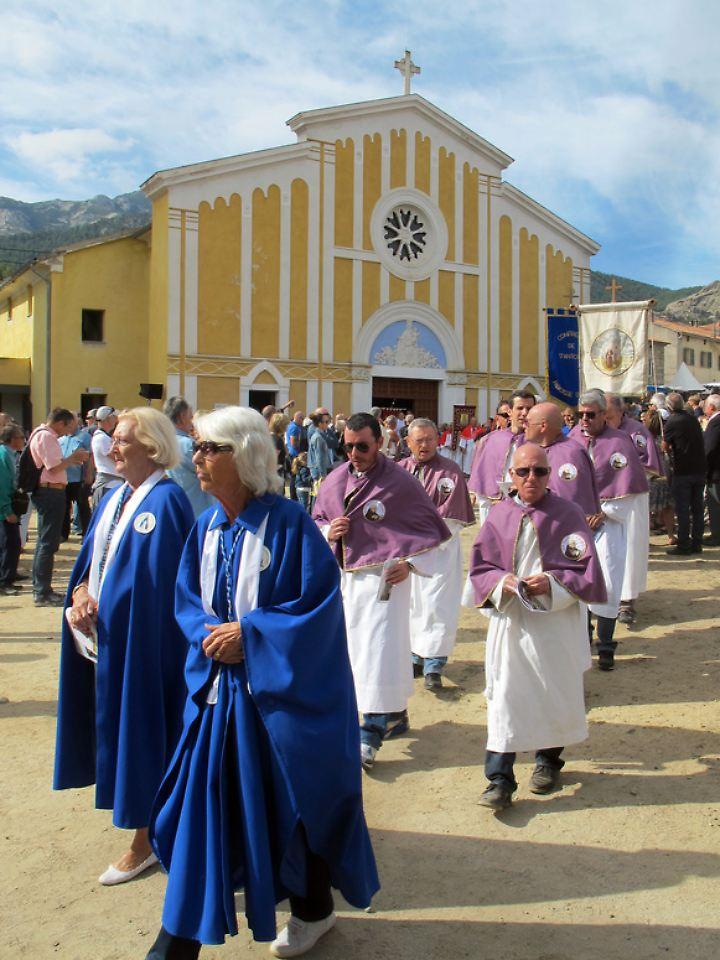 Die Prozession zu Ehren der Jungfrau Maria in Casamaccioli beginnt - jedes Jahr am 8. September wird die biblische Figur gefeiert.