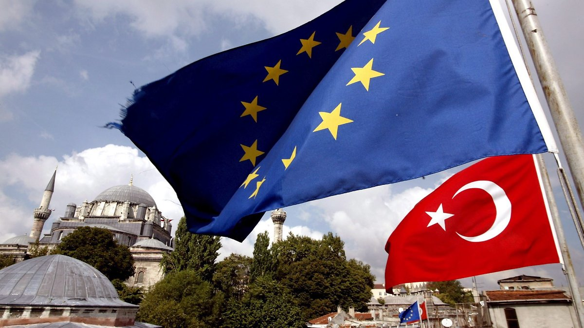 Parteien fordern härtere Türkei-Politik