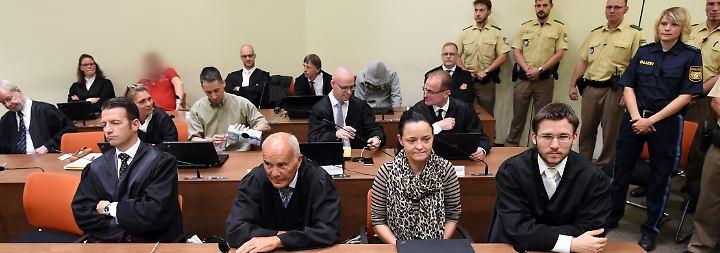 """Anwalt: """"Staat hätte Morde verhindern können"""": NSU-Prozess geht in zähe letzte Runde"""