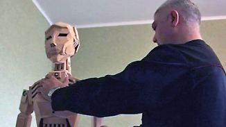 Ein etwas anderer Android: Ukrainer baut Roboter aus Holz