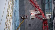 Einsatz in Frankfurt: Feuerwehr bannt Gefahr durch Kran