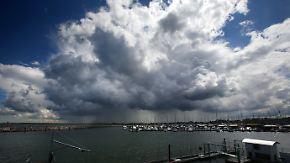 Gewitterschwerpunkt an der Küste: Schwüle Luft drückt Sonntagsstimmung