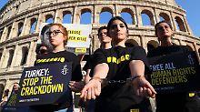 """Kritik an """"Kerkermeister"""": Aktivistinnen in der Türkei erneut in Haft"""