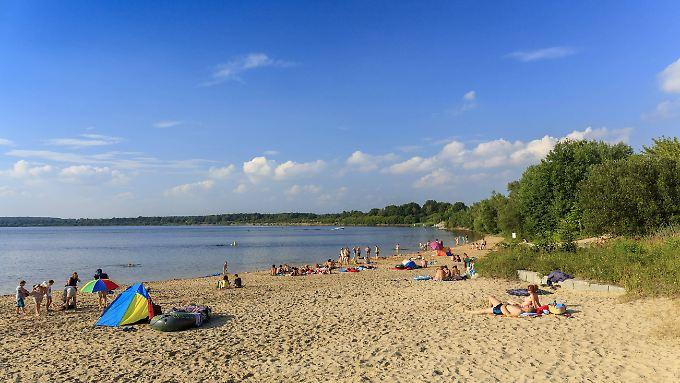 Strand am Senftenberger See bei Koschen: Der Senftenberger See liegt im Lausitzer Seenland, einer künstlich geschaffenen Seenkette.
