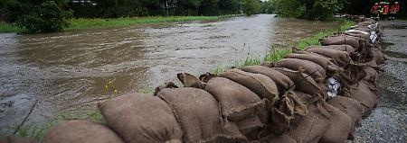 Erst ärgerlich, nun gefährlich: Dauerregen spitzt Lage vielerorts zu