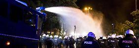 Internetvideos analysiert: Behörde ermittelt gegen 49 G20-Polizisten