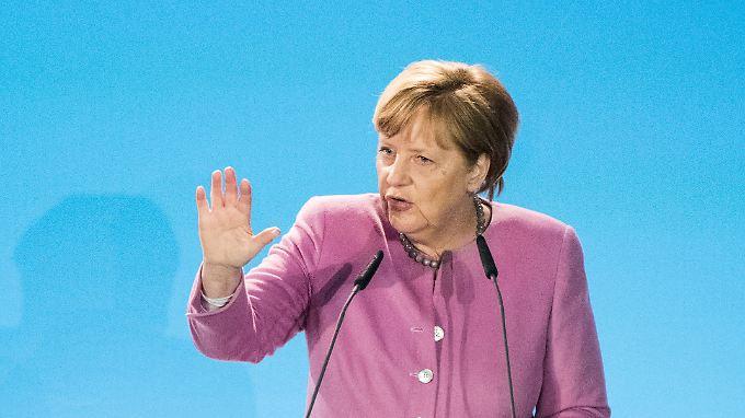 Angela Merkel hat Italien Unterstützung bei der Bewältigung der Migrationswelle aus dem Mittelmeer zugesagt.