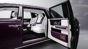 Die gegenläufig öffnenden Türen sind eine Spezialität des Hauses Rolls-Royce.