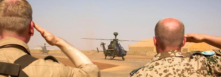 Hinweise auf technisches Versagen: Bundeswehrsoldaten sterben bei Heli-Absturz in Mali