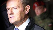Fremde Leichenteile im Sarg: Tusk soll zu Smolensk-Unglück aussagen