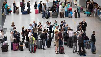 Chaotische Zustände an Flughäfen: Was Reisende für einen pünktlichen Urlaubsstart tun können