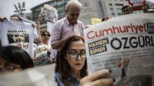"""Elf Journalisten bleiben in Haft: Sieben """"Cumhuriyet""""-Redakteure wieder frei"""