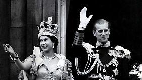 Prinz Philip an der Seite von Elizabeth bei ihrer Krönungszeremonie am 2. Juni 1953. Das Paar ist seit fast 70 Jahren verheiratet.