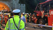 Kollision mit Tunnelwand: 36 Menschen sterben bei Busunfall in China