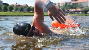 Von der tschechischen Grenze bis Hamburg: Elbeschwimmer hat über die Hälfte geschafft