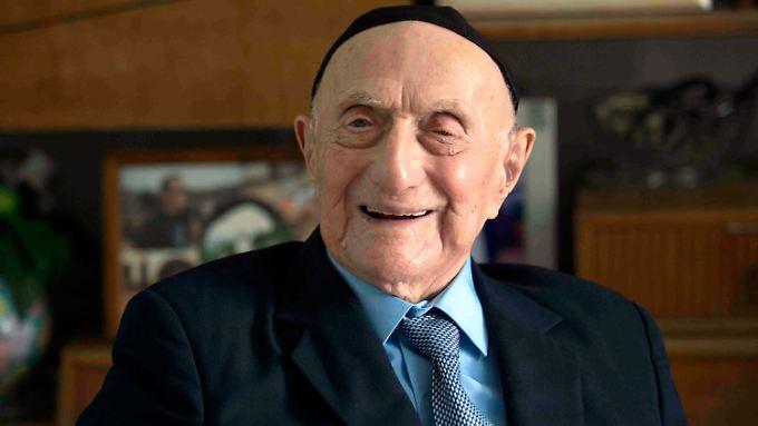 Israel Kristal überlebte den Holocaust und galt seit März 2016 als ältester Mann der Welt.