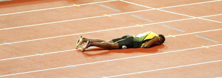Es sind dramatische Bilder, mit denen sich Usain Bolt von der Leichtathletik-Weltbühne verabschiedet: ...