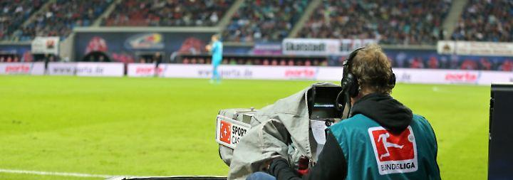 Übertragungen der Bundesliga-Spiele: Fußball-Fans erwartet Sender-Dschungel