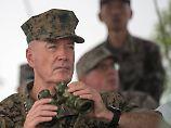 US-Generalstabschef Joe Dunford - hier bei einer Militärübung in China - hält eine militärische Lösung weiterhin für möglich.