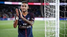 Neymar spielte vier Jahre beim FC Barcelona. Doch das zählt nun nicht mehr - Paris St. Germain ist ab sofort der Klub seines Herzens.