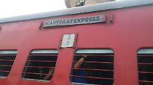 """""""Kaifiyat Express"""" rammt Lkw: Dutzende Verletzte bei Zugunglück in Indien"""