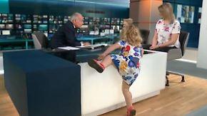 Kaum zu glauben, aber wahr: Zweijährige mischt britische Nachrichtensendung auf