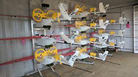 Gestapelte Drohnen des Unternehmens Zipline.