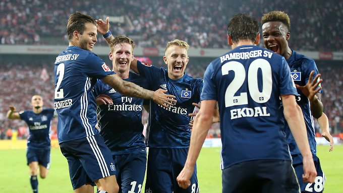 Riesige Freude nach dem Sieg in Köln.