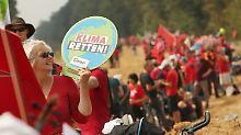 Tausende für den Klimaschutz: Demonstranten bilden Menschenkette