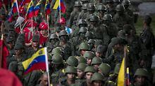 Truppenaufmarsch in Caracas.
