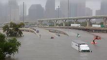 Etwa 250 Fernstraßen in und um Houston sind wegen der Fluten geschlossen.