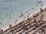 Gruppenvergewaltigung am Strand: 19-Jährige von drei Männern missbraucht