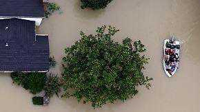 Schlangen in brauner Brühe: In Houston bleibt die Hochwasserlage angespannt