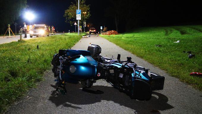 Drei Tote bei Unfall: Der 24-jährige Motorradfahrer kam schwer verletzt ins Krankenhaus.