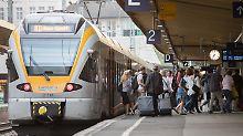 Nach sechswöchiger Sperrung: In Wuppertal fährt die Bahn wieder