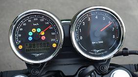 Klassich bleibt auch das Cockpit der Moto Guzzi V7 III mit analogen Rundinstrumenten.