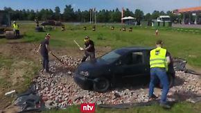Kaum zu glauben, aber wahr: Krawalltouristen dürfen Autos zertrümmern